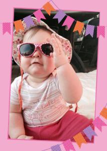 Einladung Geburtstag 1 Jahr: Karte mit rosa Rahmen, Foto und Fähnchen in Rosa, Orange und Lila