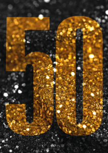Vorlagen zum 50. Geburtstag: Einladung mit goldener 50 in Glitzerlook